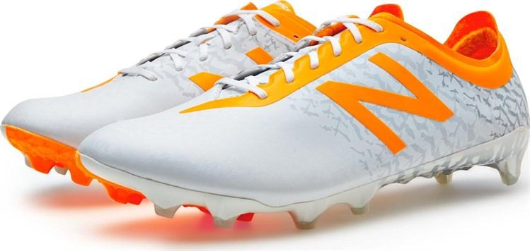 hoe vallen new balance voetbalschoenen