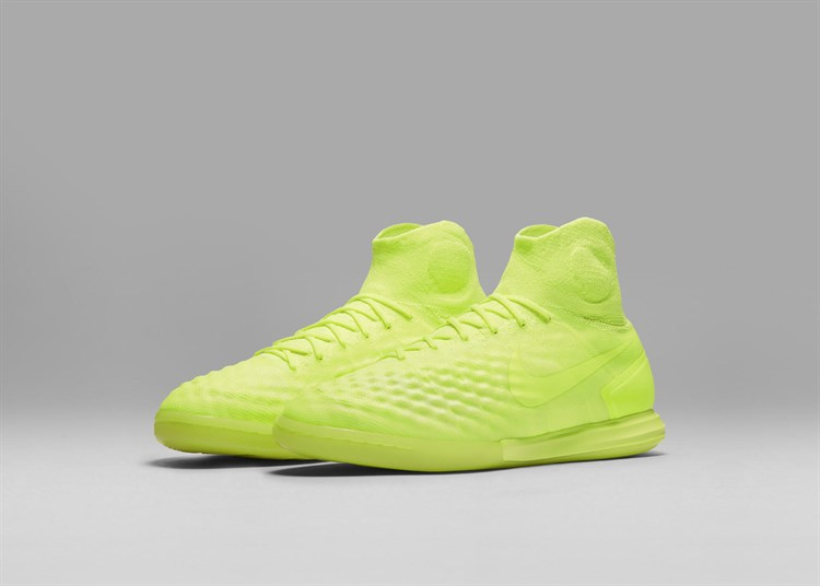 HO16_GFB_Floodlights Glow _Magista X_Proximo _IC_02_07_rectangle _1600