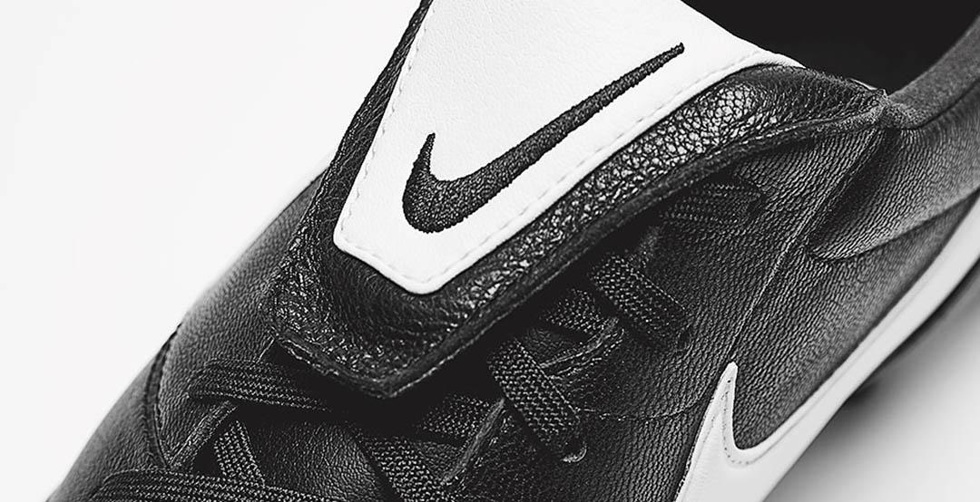 Nike lanceert zwarte, leren PREMIER 2 voetbalsch Voetbal