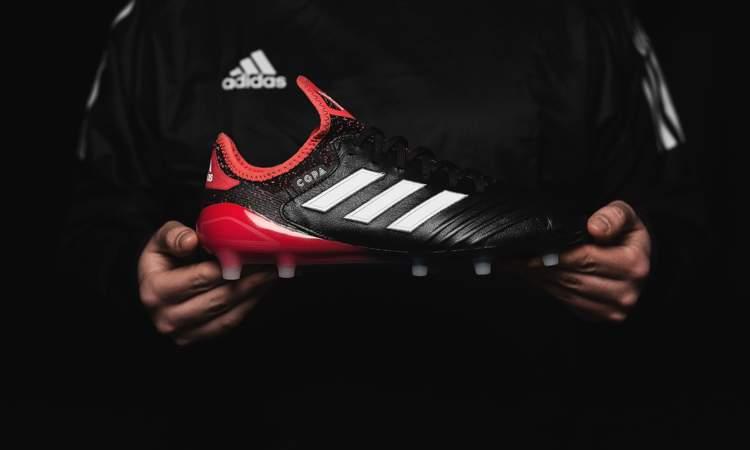04db2b9c498 Adidas lanceert de eerste schoen uit het nieuwe Cold Blooded Pack: de Copa  18.1 Dé schoen voor de voetballer die graag met een leren schoen voetbalt,  ...