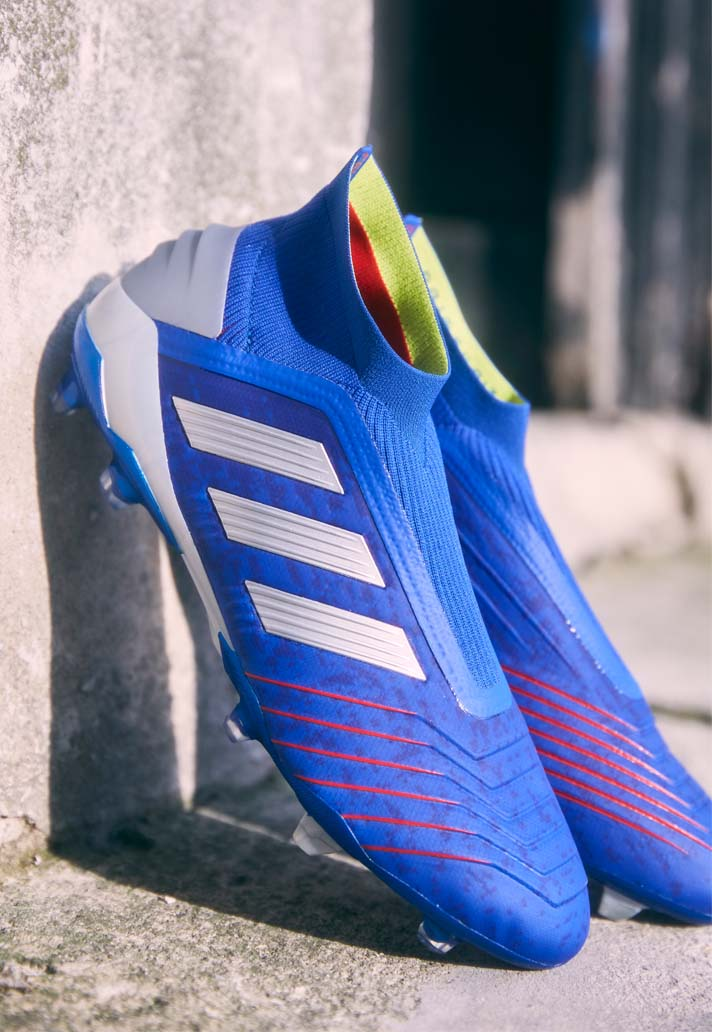 De blauwe adidas Predator 19+ Exhibit voetbalsch Voetbal
