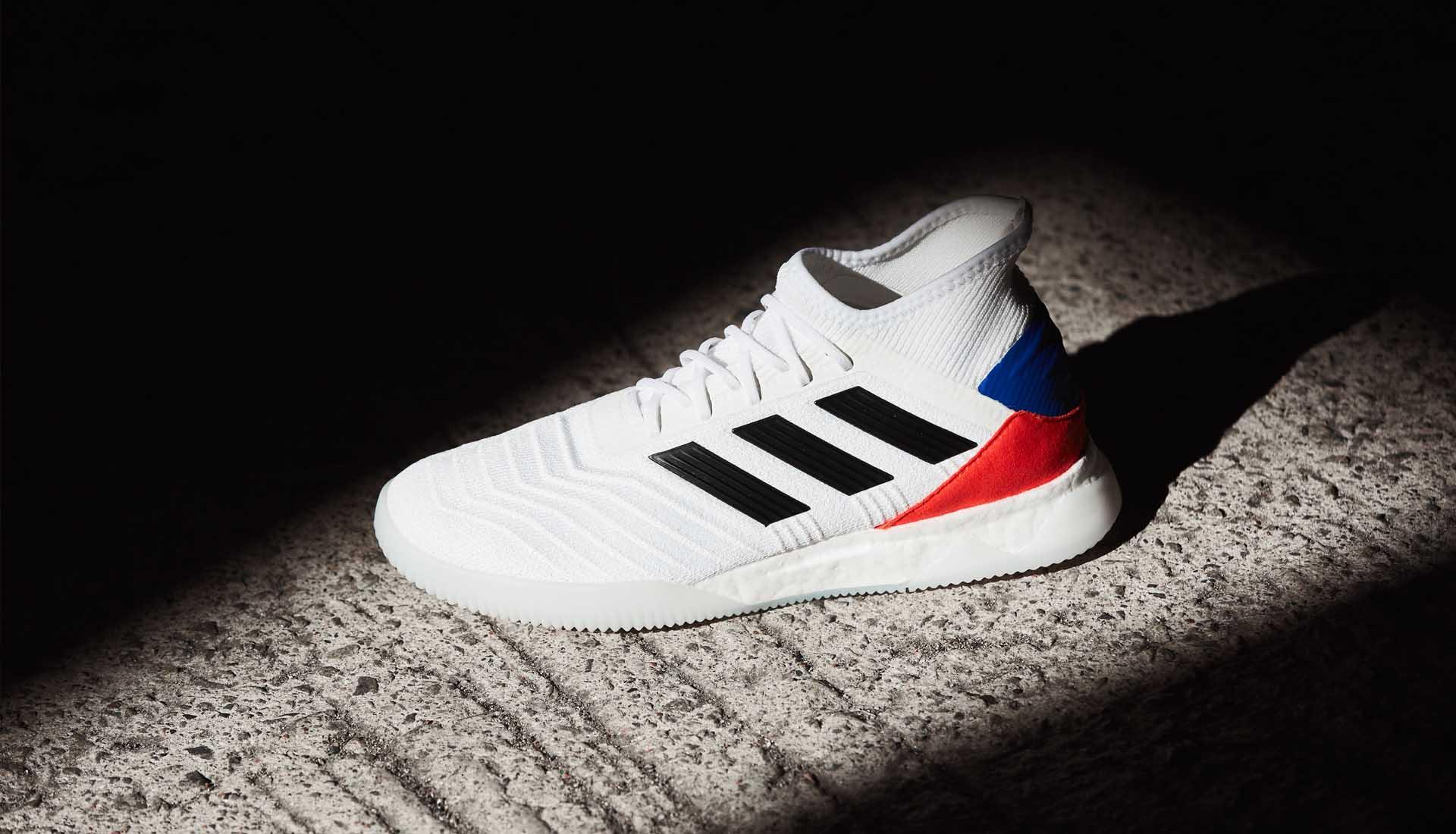 023fea1a294 Adidas lanceert rood/wit/blauwe en grijze Predat - Voetbal-schoenen.eu
