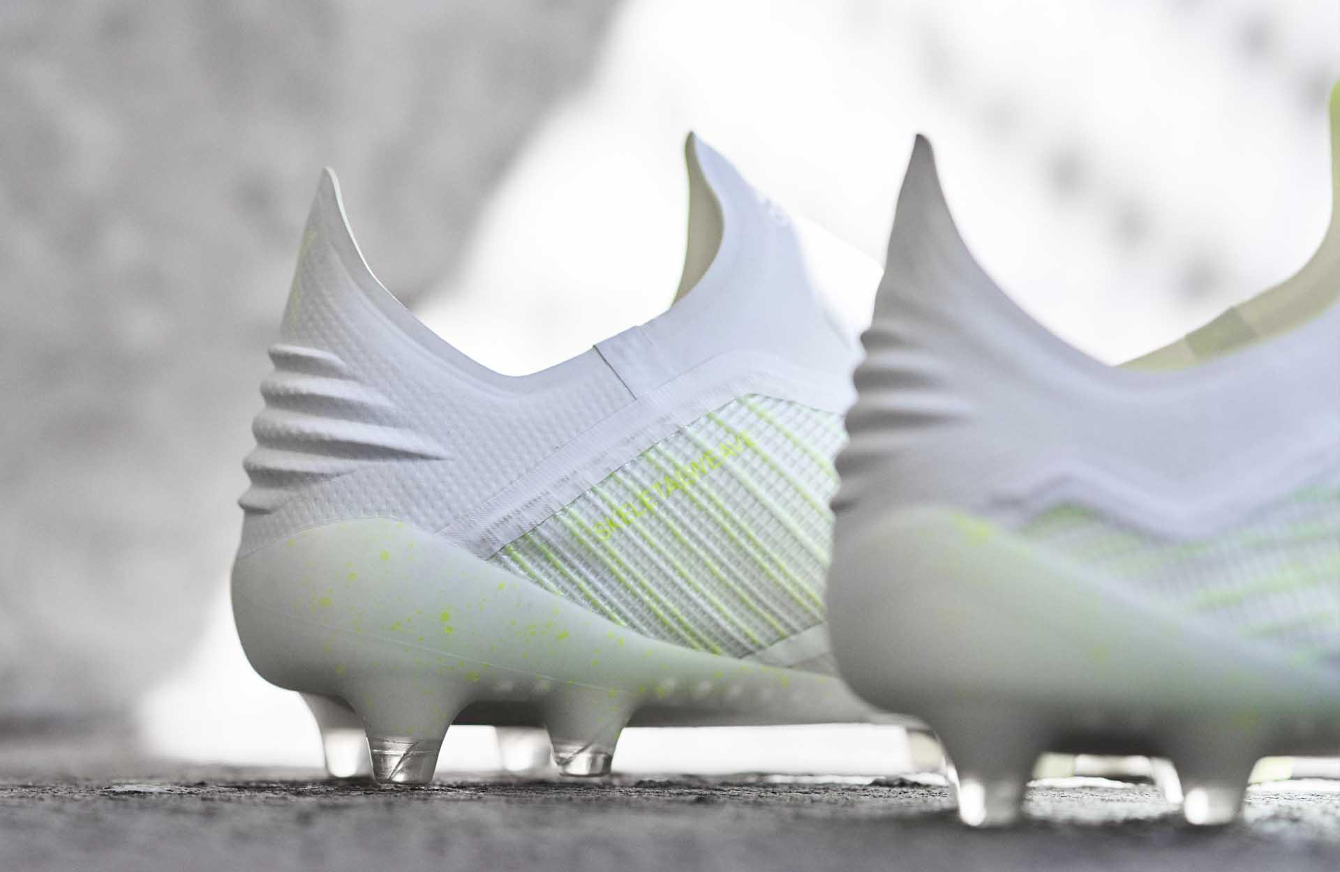 De witgele adidas X18 Virtuso voetbalschoenen Voetbal